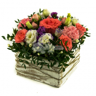 Композиция с розами и цветов микс